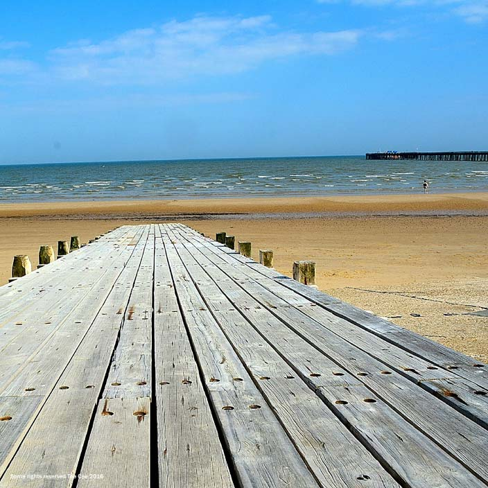 Sandy beaches near London - Walton