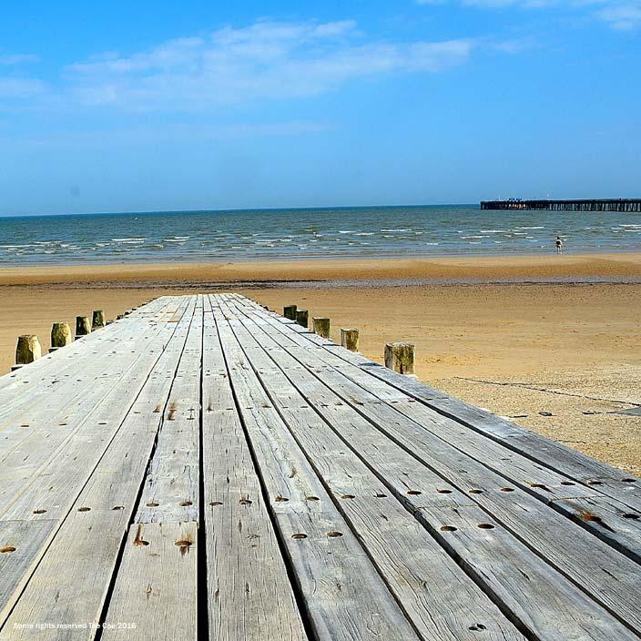 Sandy beaches near London - Walton