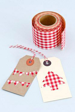 Easy handmade Christmas gift tags - these simple homemade Christmas gift tags look elegant but are a super cute idea to make with kids using nothing more than washi tape #christmas #christmasgiftwrap #gifttags #giftwrap #christmasideas #christmaskids #simplechristmas