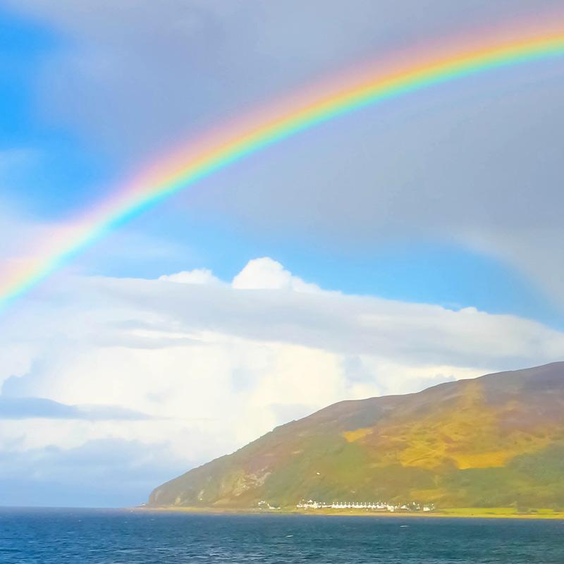 Make rainbows - help kids explore the secret powers of light hands on #rainbows #light #STEAM