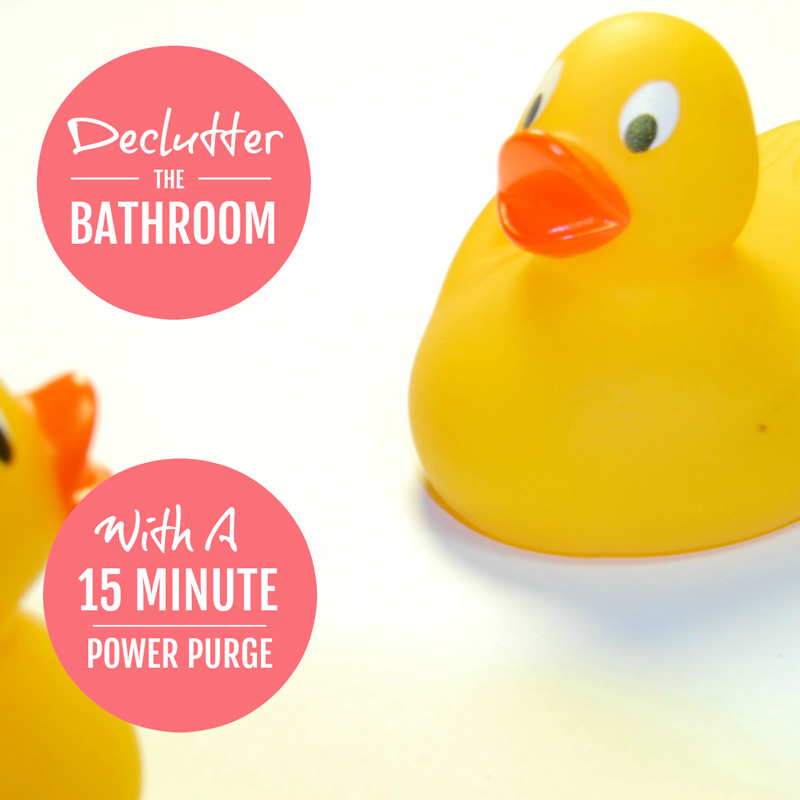 Declutter your bathroom - these simple decluttering tips will help you declutter and organize your bathroom in a 15 minute power purge #declutter #decluttering #declutter365