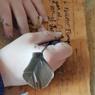 A beautifully simple craft that lets kids explore the awesome bark of the silver birch tree which unusually actually performs photosynthesis #trees #naturecrafts #naturelover #plantscience #photosynthesis #feathers #nature