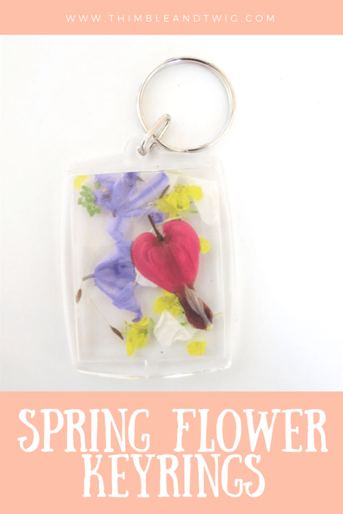 Flower crafts for kids - lovely pressed flower key rings that make perfect mother days presents #flowers #craftsforkids #mothersday